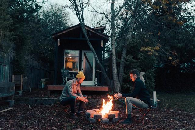 Tham quan ngôi nhà chưa tới 10m2 của một nhiếp ảnh gia Canada, với triết lý sống không gian xanh và sạch - Ảnh 11.