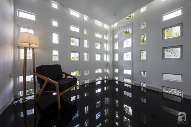 Nhờ thiết kế 300 ô cửa sổ, ngôi nhà hướng Tây ở Nha Trang luôn ngập tràn ánh sáng và gió mát - Ảnh 12.