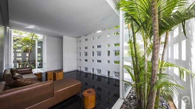 Nhờ thiết kế 300 ô cửa sổ, ngôi nhà hướng Tây ở Nha Trang luôn ngập tràn ánh sáng và gió mát - Ảnh 18.
