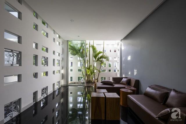Nhờ thiết kế 300 ô cửa sổ, ngôi nhà hướng Tây ở Nha Trang luôn ngập tràn ánh sáng và gió mát - Ảnh 20.