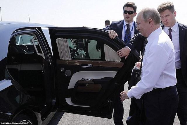 Siêu xe bọc thép gần 7.000 tỷ đồng của tổng thống Putin có gì lạ? - Ảnh 3.