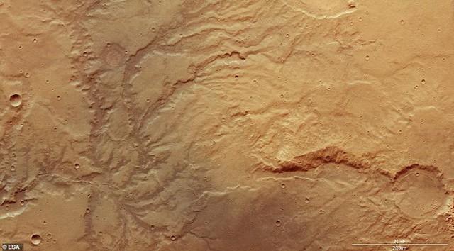 Hình chụp Sao Hỏa từ vệ tinh cho thấy vết tích những dòng sông cổ có tuổi thọ cả tỷ năm - Ảnh 3.