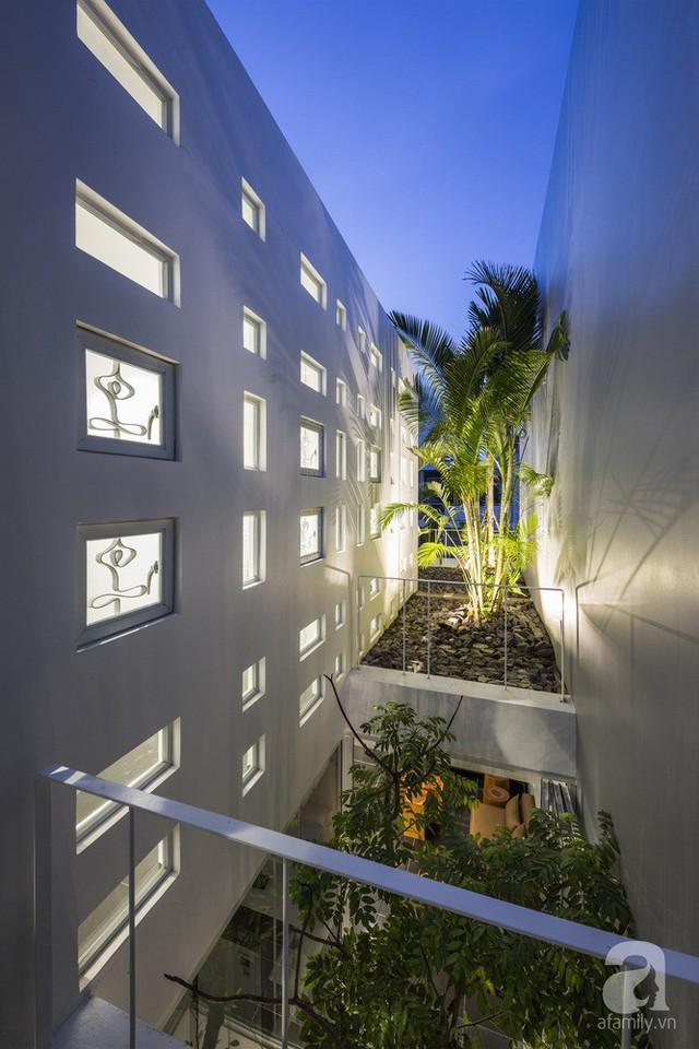 Nhờ thiết kế 300 ô cửa sổ, ngôi nhà hướng Tây ở Nha Trang luôn ngập tràn ánh sáng và gió mát - Ảnh 22.