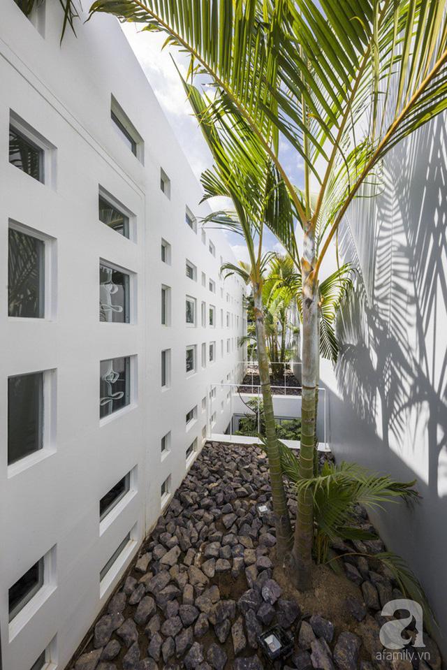 Nhờ thiết kế 300 ô cửa sổ, ngôi nhà hướng Tây ở Nha Trang luôn ngập tràn ánh sáng và gió mát - Ảnh 23.
