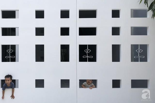 Nhờ thiết kế 300 ô cửa sổ, ngôi nhà hướng Tây ở Nha Trang luôn ngập tràn ánh sáng và gió mát - Ảnh 25.