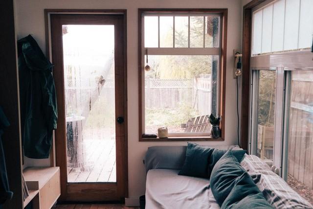 Tham quan ngôi nhà chưa tới 10m2 của một nhiếp ảnh gia Canada, với triết lý sống không gian xanh và sạch - Ảnh 8.