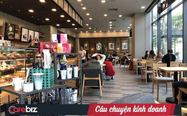 Ông Đặng Lê Nguyên Vũ chê Starbucks bán thứ nước có mùi cà phê pha đường, nhưng vị chuyên gia F&B này phản biện: Starbucks không bán cà phê, họ bán văn hoá cà phê! - Ảnh 1.
