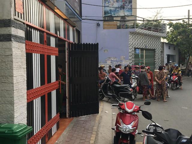 Đang khám xét nơi ở của Phúc XO tại Sài Gòn - Ảnh 2.