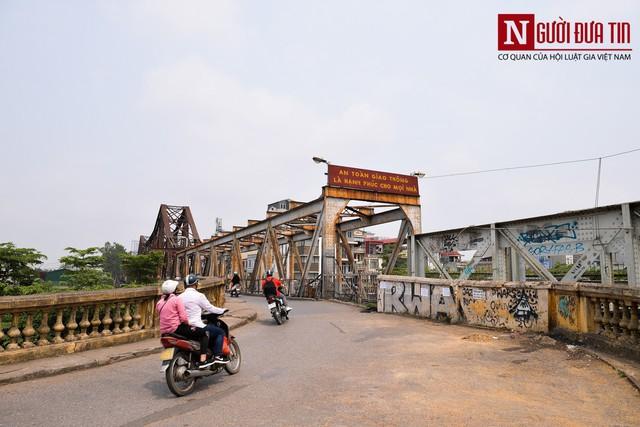 Hãi hùng kim tiêm đã qua sử dụng vây cầu Long Biên, Hà Nội - Ảnh 1.