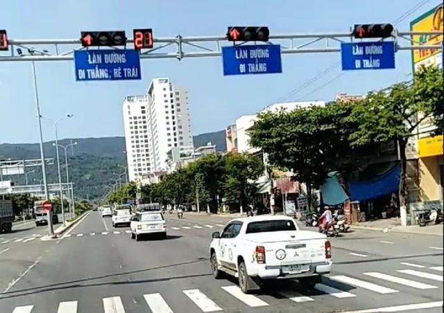 Vụ đoàn ô tô của Tập đoàn Trung Nguyên vượt đèn đỏ ở Đà Nẵng: Phạt 1,6 triệu đồng/xe vi phạm, tước giấy phép lái xe 2 tháng - Ảnh 1.