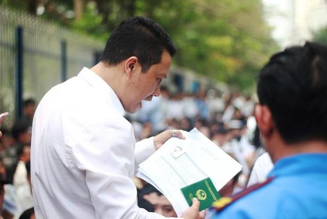 Cận cảnh người dân rồng rắn, quỳ gối làm visa Hàn Quốc - Ảnh 12.