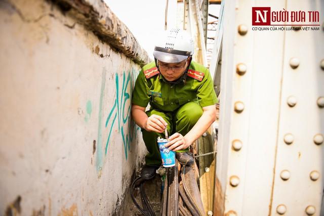 Hãi hùng kim tiêm đã qua sử dụng vây cầu Long Biên, Hà Nội - Ảnh 15.