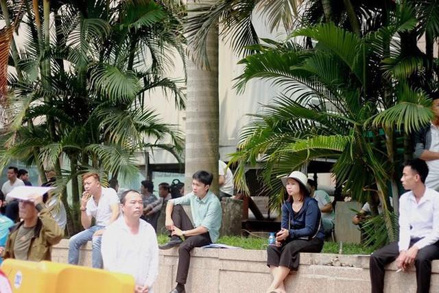 Cận cảnh người dân rồng rắn, quỳ gối làm visa Hàn Quốc - Ảnh 4.