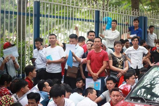 Cận cảnh người dân rồng rắn, quỳ gối làm visa Hàn Quốc - Ảnh 6.