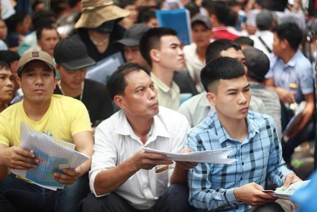 Cận cảnh người dân rồng rắn, quỳ gối làm visa Hàn Quốc - Ảnh 10.