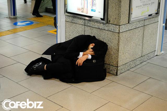 Ở Nhật, tôi kiệt sức vì làm việc; về Việt Nam, tôi kiệt sức vì nhậu: Nằm trên giường bệnh, tôi nhận ra nếu không có bản lĩnh thiết kế thói quen tốt, đừng mơ thành công! - Ảnh 1.