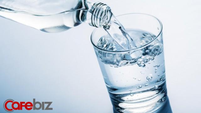 Chuyện gì sẽ xảy ra nếu uống ít hơn 1 lít nước mỗi ngày? - Ảnh 1.