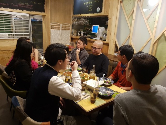 Chính phủ Hàn Quốc đang đau đầu với đại dịch cô đơn - Ảnh 2.