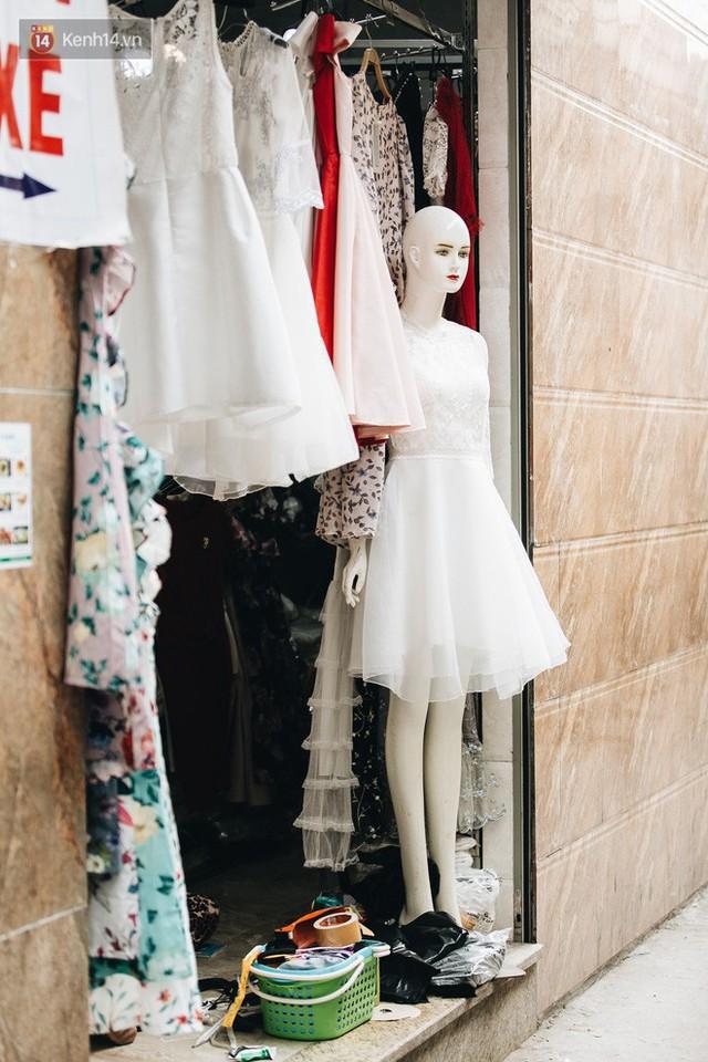 Ở Hà Nội, có góc phố hàng nghìn chân dài đứng ngay ngắn, nghiêm túc nhưng đôi khi khiến người ta hết hồn - Ảnh 13.
