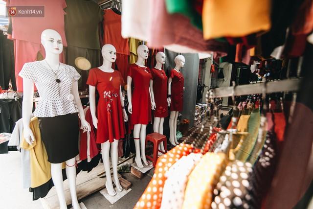 Ở Hà Nội, có góc phố hàng nghìn chân dài đứng ngay ngắn, nghiêm túc nhưng đôi khi khiến người ta hết hồn - Ảnh 16.