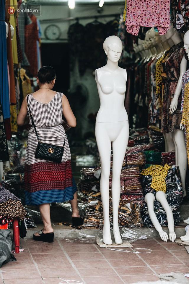 Ở Hà Nội, có góc phố hàng nghìn chân dài đứng ngay ngắn, nghiêm túc nhưng đôi khi khiến người ta hết hồn - Ảnh 20.