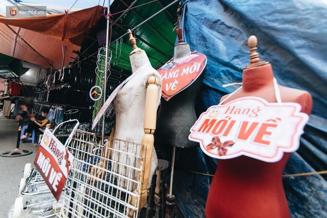 Ở Hà Nội, có góc phố hàng nghìn chân dài đứng ngay ngắn, nghiêm túc nhưng đôi khi khiến người ta hết hồn - Ảnh 25.