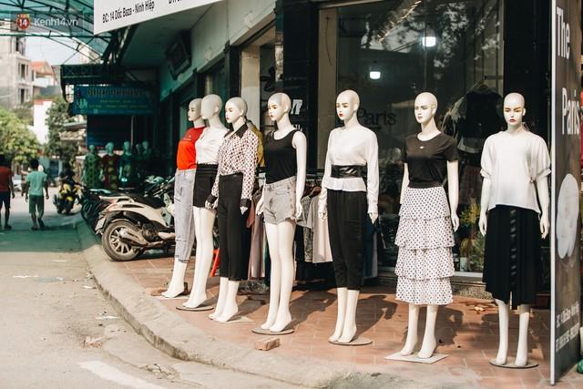 Ở Hà Nội, có góc phố hàng nghìn chân dài đứng ngay ngắn, nghiêm túc nhưng đôi khi khiến người ta hết hồn - Ảnh 6.