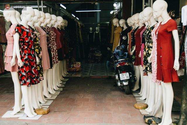 Ở Hà Nội, có góc phố hàng nghìn chân dài đứng ngay ngắn, nghiêm túc nhưng đôi khi khiến người ta hết hồn - Ảnh 9.