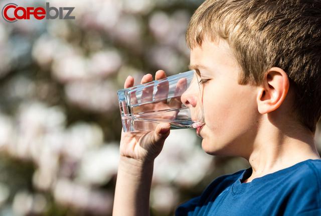Chuyện gì sẽ xảy ra nếu uống ít hơn 1 lít nước mỗi ngày? - Ảnh 2.