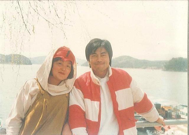 Mối tình lãng mạn của Tổng thống Hàn Quốc và vợ: Từ giảng đường đến chính trường, hơn 40 năm dài vẫn nắm chặt tay nhau - Ảnh 2.