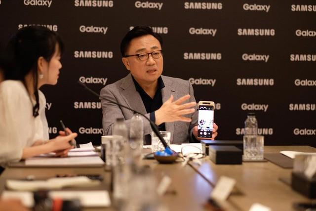 CEO Samsung tái khẳng định công ty sẽ giữ ngôi vương di động thêm 10 năm nữa - Ảnh 1.