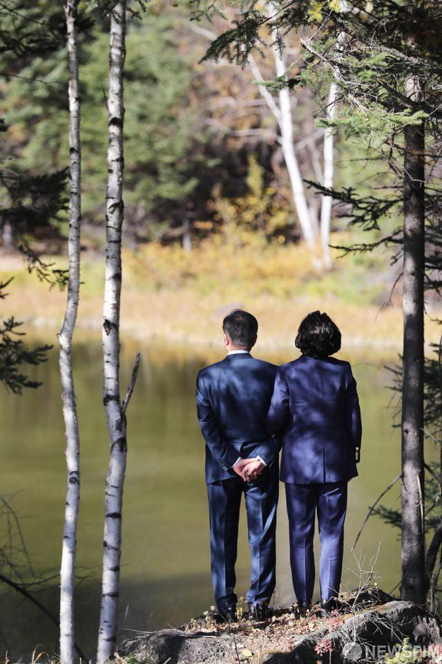 Mối tình lãng mạn của Tổng thống Hàn Quốc và vợ: Từ giảng đường đến chính trường, hơn 40 năm dài vẫn nắm chặt tay nhau - Ảnh 11.