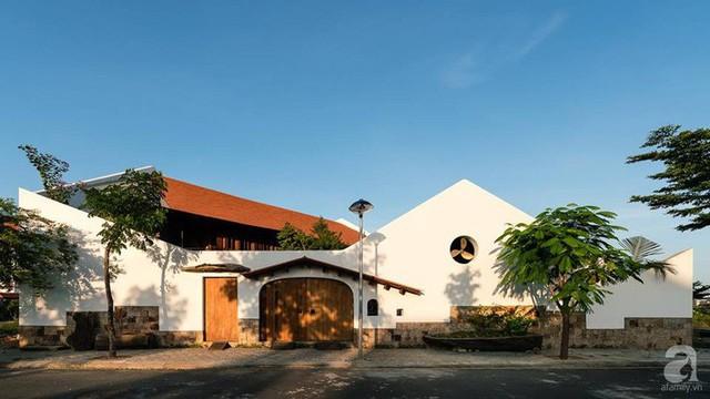 Ngôi nhà gỗ mang hơi thở đồng bằng Bắc Bộ tách biệt tiếng ồn, khói bụi dù xây giữa lòng thành phố Nha Trang - Ảnh 1.