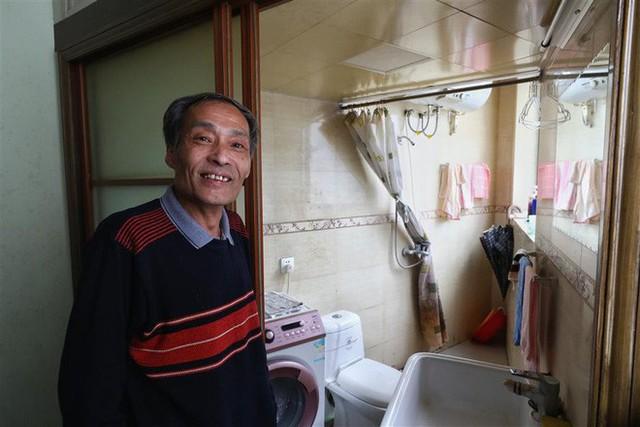 Cận cảnh cuộc sống lao đao trong tòa nhà mỏng như tờ giấy ở Thượng Hải - Ảnh 3.