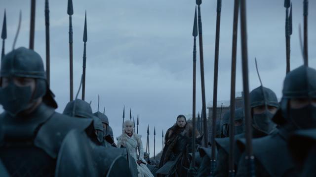 Bạn đã bỏ qua những điểm giống nhau đến kỳ lạ này giữa tập 1 mùa 8 Game of Thrones với những tập phim trước - Ảnh 2.