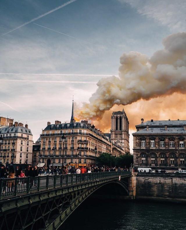 Đây là lý do thực sự khiến ngọn lửa tại Nhà thờ Đức Bà Paris trở nên kinh khủng đến mức mất kiểm soát - Ảnh 2.