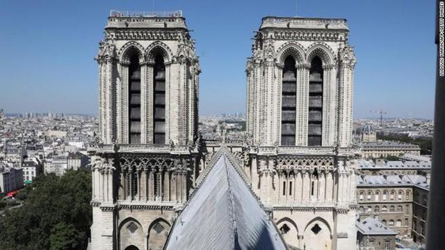 Những bảo vật vô giá của Nhà thờ Đức Bà may mắn sống sót qua vụ cháy chấn động thế giới - Ảnh 5.