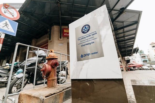 Trụ nước sạch miễn phí xuất hiện ở Hà Nội: Người thích thú, người lầm tưởng là... bồn rửa tay - Ảnh 3.