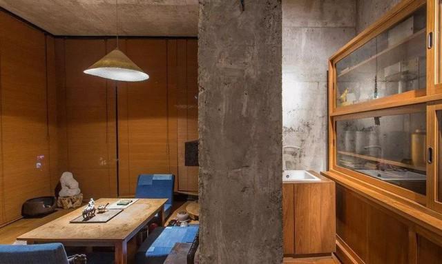 Căn nhà 2 tầng thô mộc theo phong cách Nhật Bản với lớp tường kính kết nối thiên nhiên, ẩn chứa vạn điều bất ngờ khiến nhiều người thích thú - Ảnh 11.