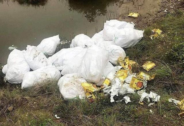 Vụ bắt giữ gần 1 tấn ma túy đá ở Nghệ An: Từ đống rác ven đường đến nhà kho toàn loa thùng - Ảnh 2.