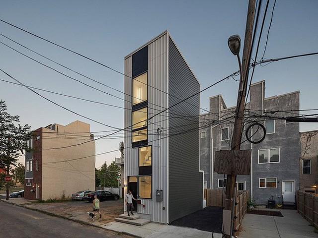 Ngôi nhà 32m² thiết kế như tòa cao ốc mini khiến ai nấy đều trầm trồ - Ảnh 2.