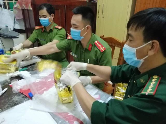Vụ bắt giữ gần 1 tấn ma túy đá ở Nghệ An: Từ đống rác ven đường đến nhà kho toàn loa thùng - Ảnh 11.
