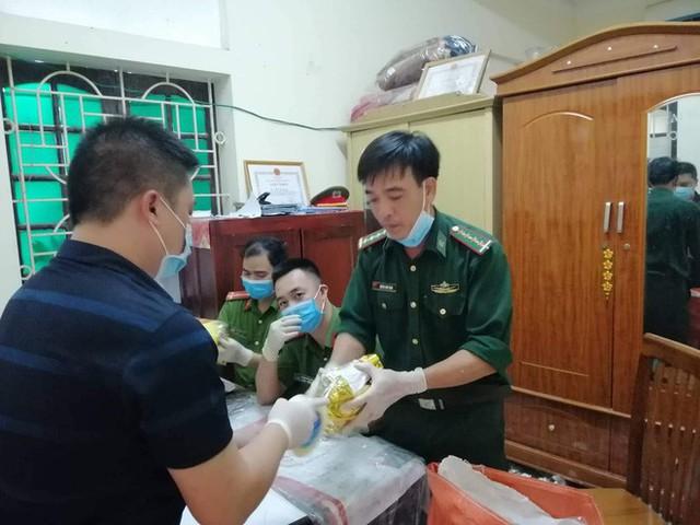 Vụ bắt giữ gần 1 tấn ma túy đá ở Nghệ An: Từ đống rác ven đường đến nhà kho toàn loa thùng - Ảnh 12.