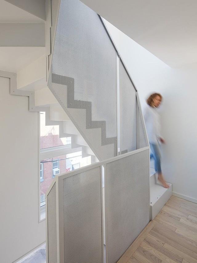 Ngôi nhà 32m² thiết kế như tòa cao ốc mini khiến ai nấy đều trầm trồ - Ảnh 12.