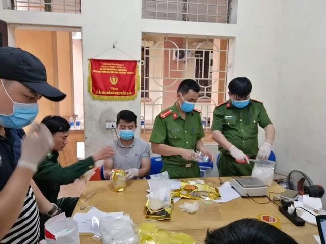 Vụ bắt giữ gần 1 tấn ma túy đá ở Nghệ An: Từ đống rác ven đường đến nhà kho toàn loa thùng - Ảnh 13.