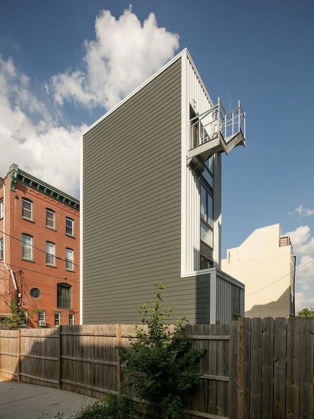 Ngôi nhà 32m² thiết kế như tòa cao ốc mini khiến ai nấy đều trầm trồ - Ảnh 3.