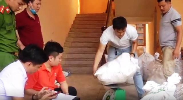 Vụ bắt giữ gần 1 tấn ma túy đá ở Nghệ An: Từ đống rác ven đường đến nhà kho toàn loa thùng - Ảnh 6.