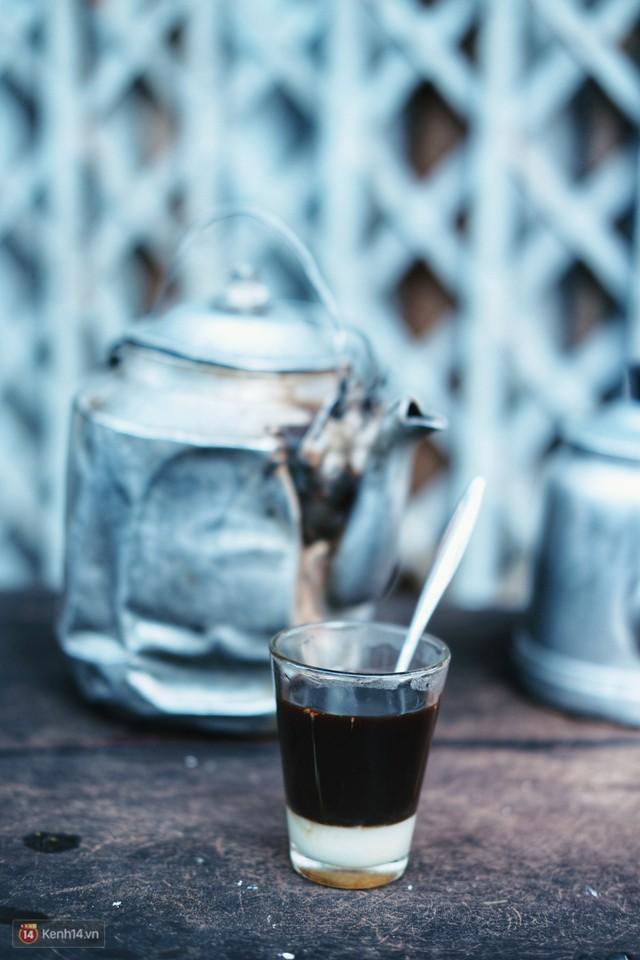 Quán cà phê vợt độc nhất vô nhị ở Đà Lạt, 30 năm chỉ bán từ 4 giờ sáng đến hơn 7 giờ sáng mỗi ngày - Ảnh 6.