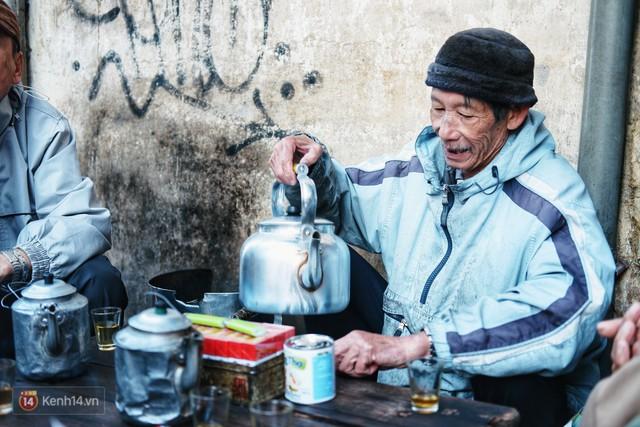 Quán cà phê vợt độc nhất vô nhị ở Đà Lạt, 30 năm chỉ bán từ 4 giờ sáng đến hơn 7 giờ sáng mỗi ngày - Ảnh 8.