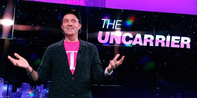 """Miễn phí tùm lum, CEO chửi thẳng đối thủ là ngu ngốc, nỗi nhục của nhà mạng: Từ vực phá sản, T-Mobile đã thay đổi cả ngành viễn thông Mỹ với vị CEO """"điên rồ"""" - Ảnh 3."""